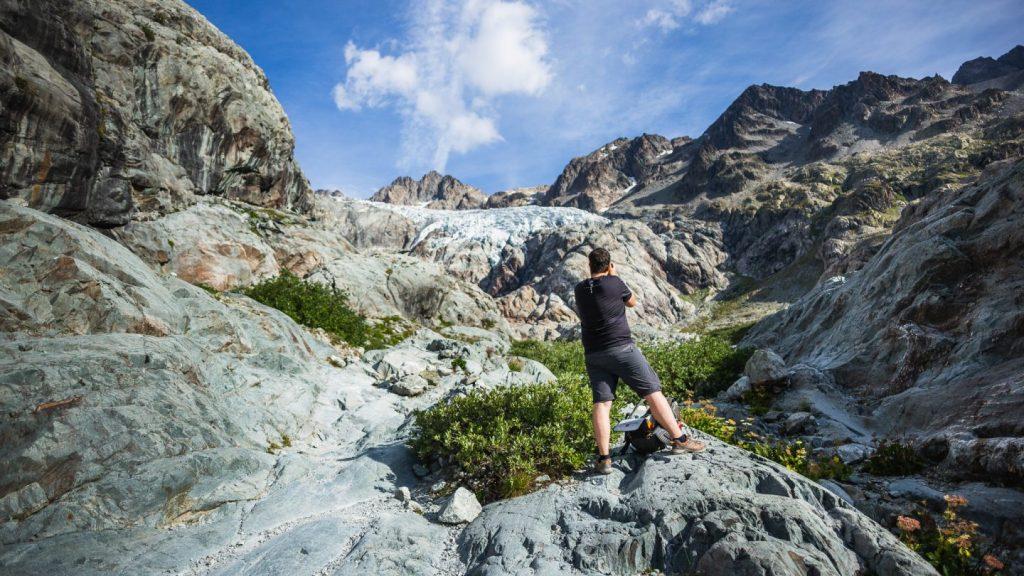 Photographe en train de photographier le glacier blanc