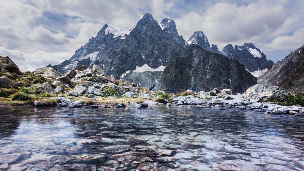 Le lac tuckett et le mont pelvoux
