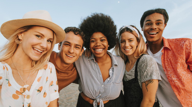 Selfie d'amis pris avec un photobooth