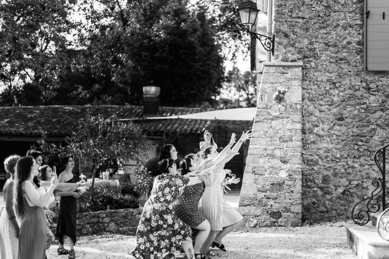 Lancé de bouquet pendant le mariage de Lola et Steeven